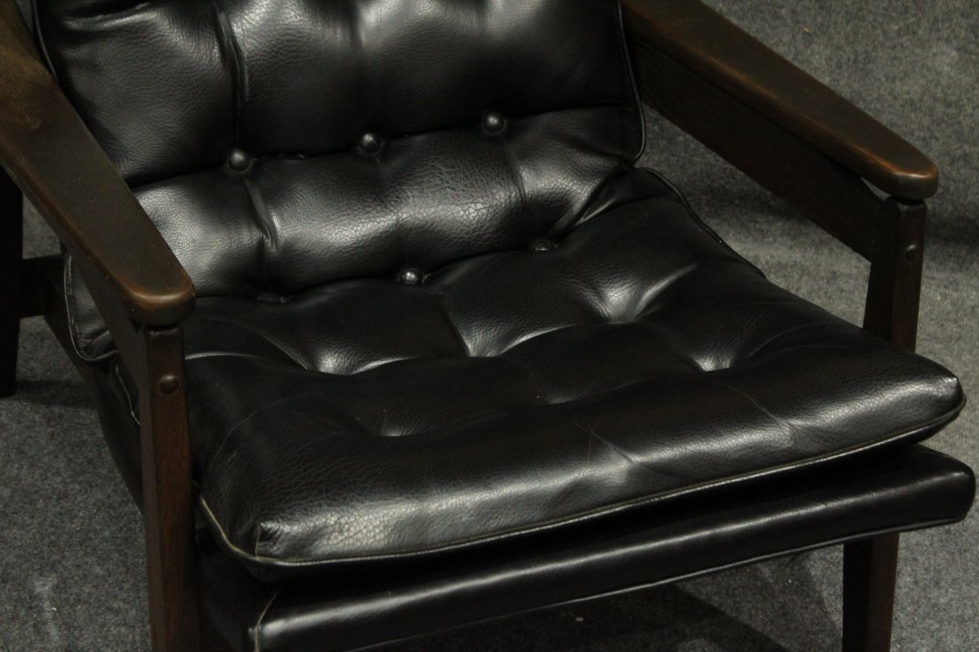 Mid-Century Modern Danish Lounge Chair With Arms - 3