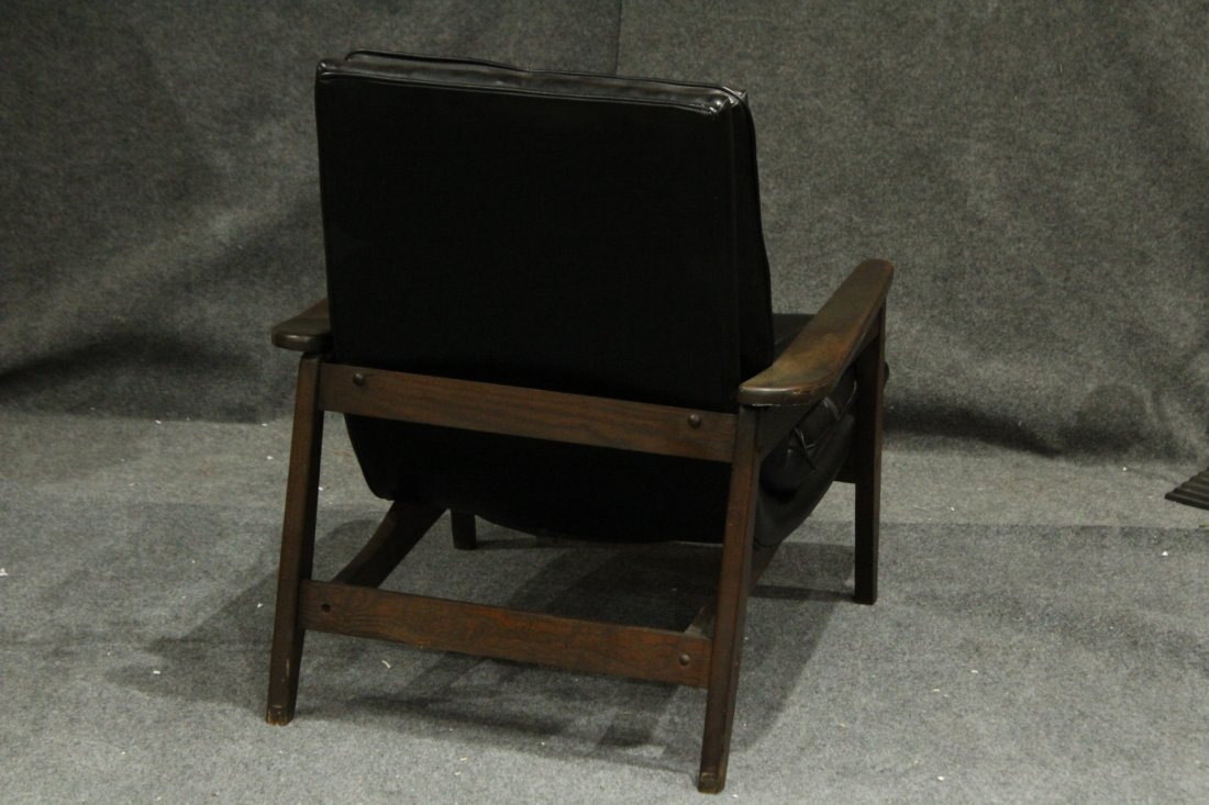 Mid-Century Modern Danish Lounge Chair With Arms - 4