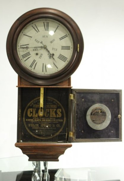 WELCH, B B LEWIS PERPETUAL CALENDAR CLOCK Rosewood - 4