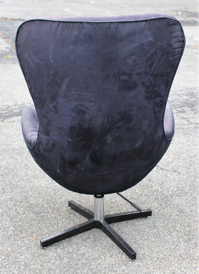 ARNE JACOBSEN Egg Chair - Later Version - 3