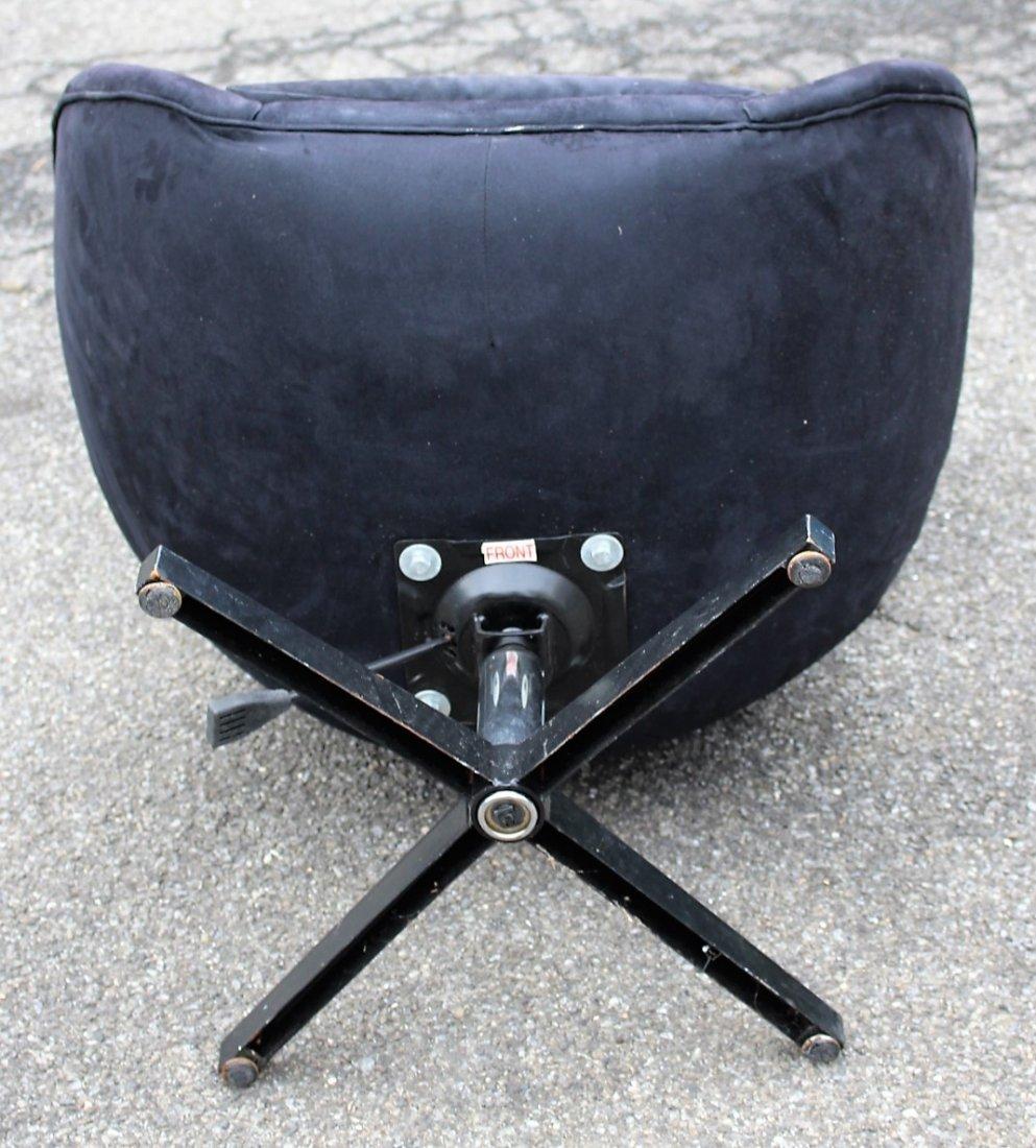 ARNE JACOBSEN Egg Chair - Later Version - 5