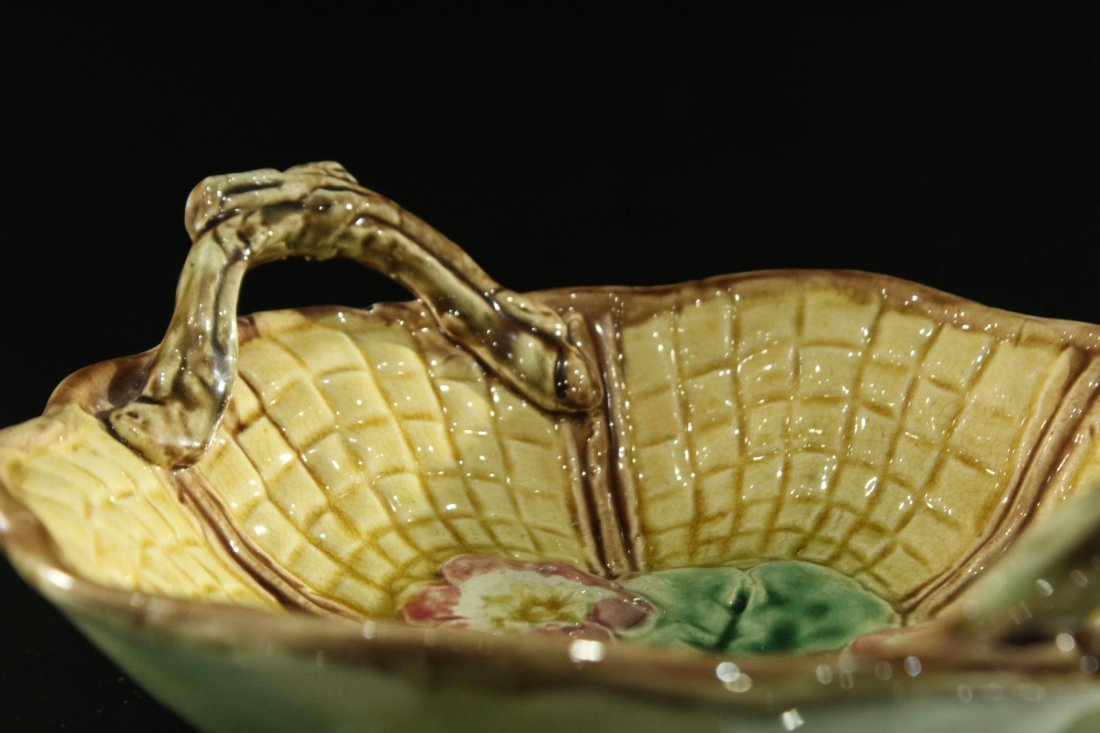 MAJOLICA Glazed Pottery Handled Center Bowl - 3