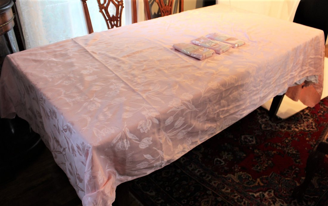 """PINK TABLECLOTH w/ 12 NAPKINS """"Spring Tulips"""" - 2"""