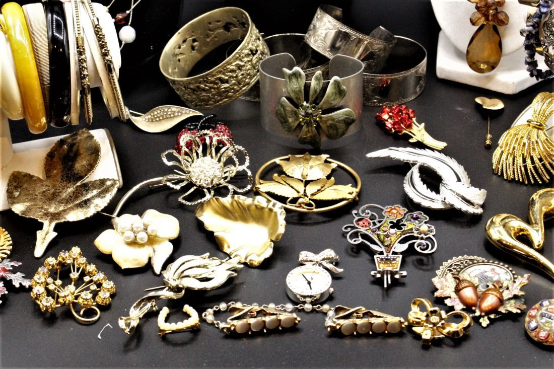 LARGE COSTUME JEWELRY GROUPING Over 70 Pieces ASSORTED - 6