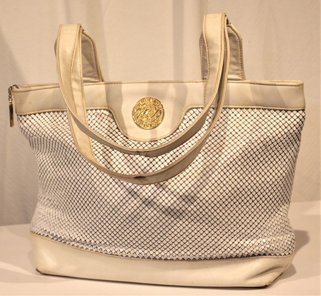 WHITING AND DAVIS - White Leather And Mesh HAND BAG