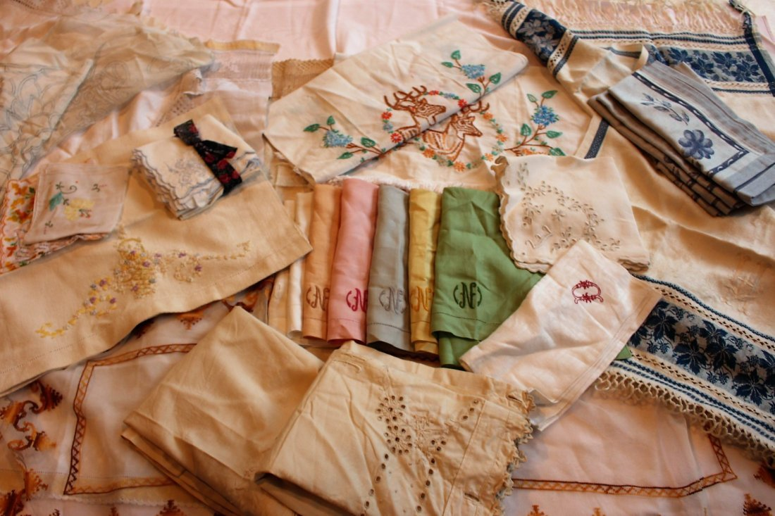 Approx 45 Pieces ASSORTED VINTAGE LINEN