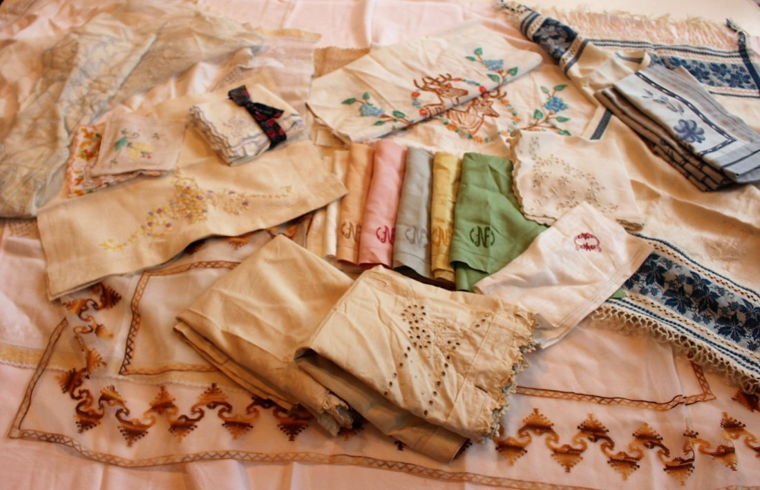 Approx 45 Pieces ASSORTED VINTAGE LINEN - 2