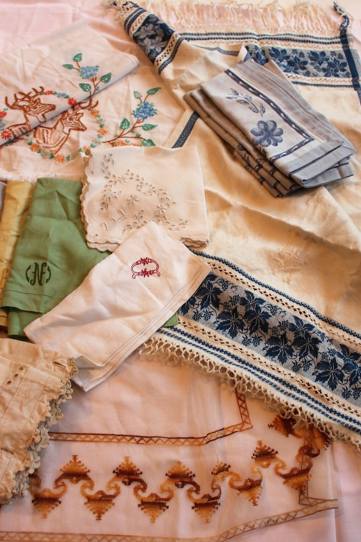 Approx 45 Pieces ASSORTED VINTAGE LINEN - 3