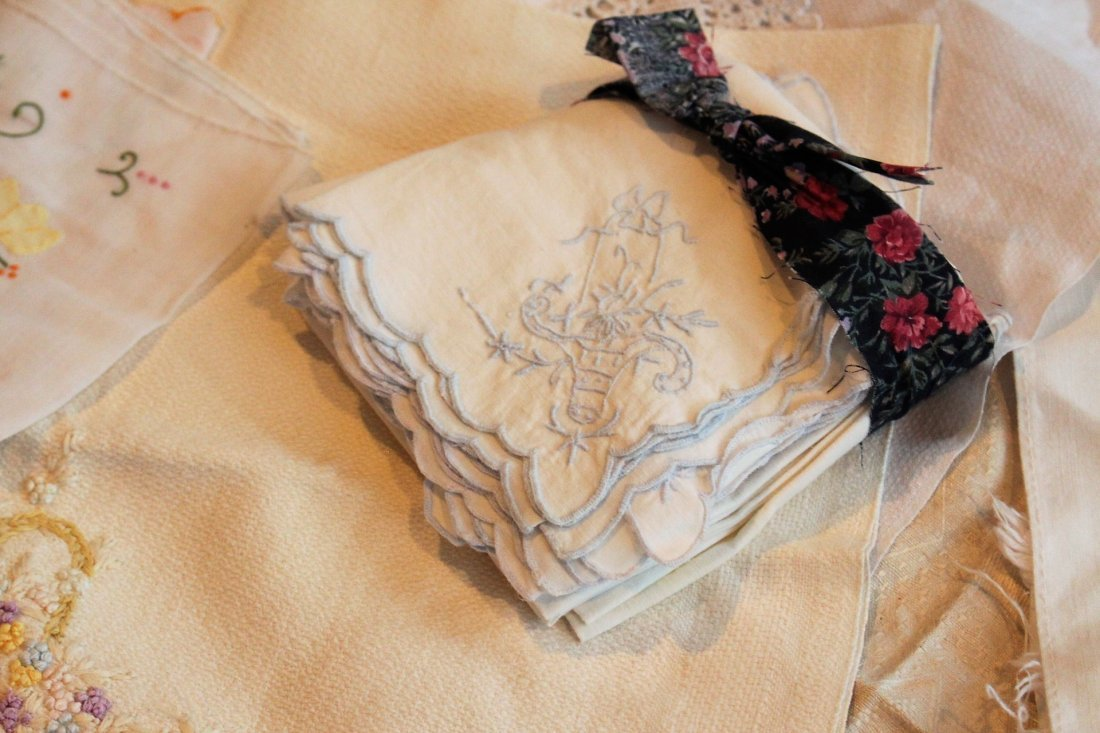 Approx 45 Pieces ASSORTED VINTAGE LINEN - 5