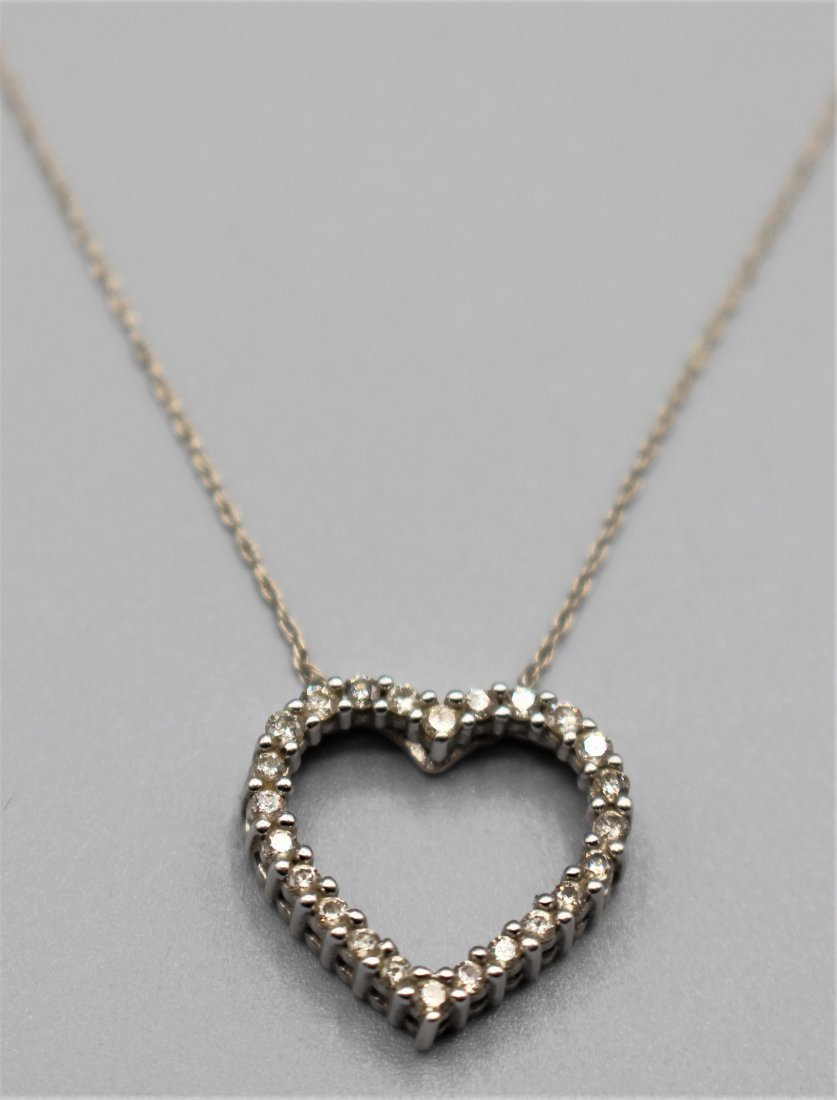 10 K WHITE GOLD DIAMOND HEART PENDANT NECKLACE