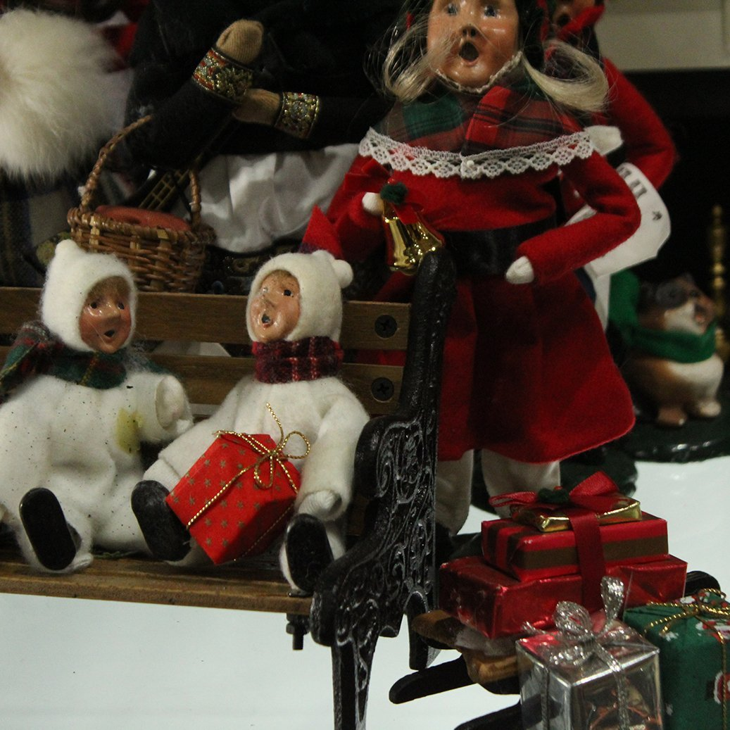 Byers' Choice The Carolers Christmas Collection - 3