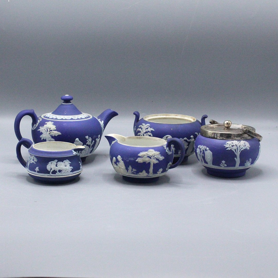 Collection of Jasper war Wedgwood Dark Blue Porcelain