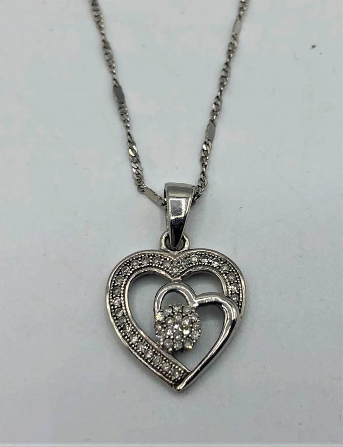 10 K WHITE GOLD DIAMONDS HEART PENDANT NECKLACE