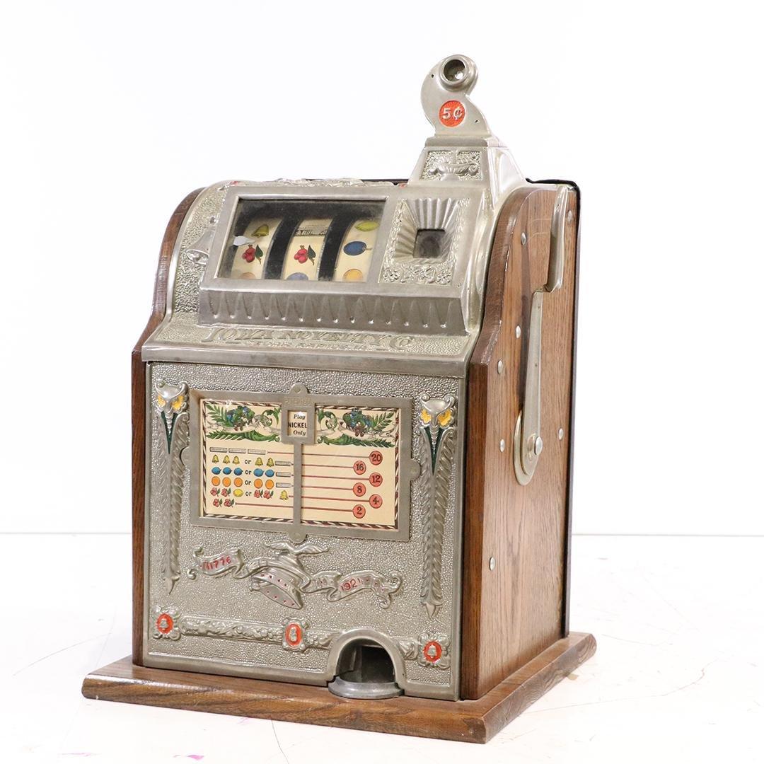 Iowa Novelty Co. Vintage Slot Machine 5 Cents