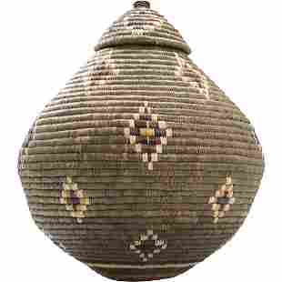Gourd Shape Zuni Basket with Cover. Quality.