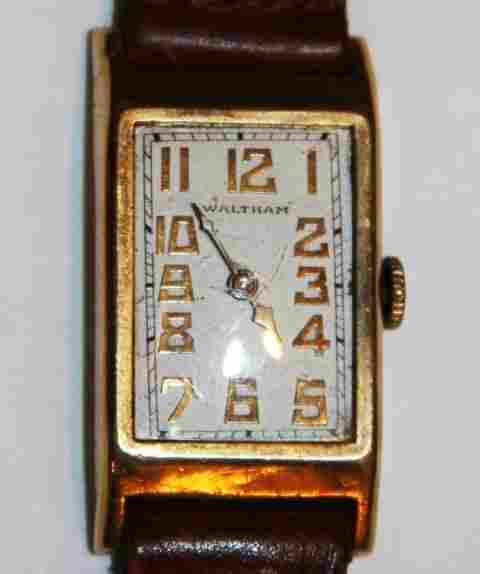 14 K SOLID GOLD WALTHAM TANK WRISTWATCH - vintage