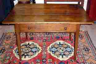 18th C. AMERICAN WALNUT HEPPLEWHITE TABLE W DRAWE