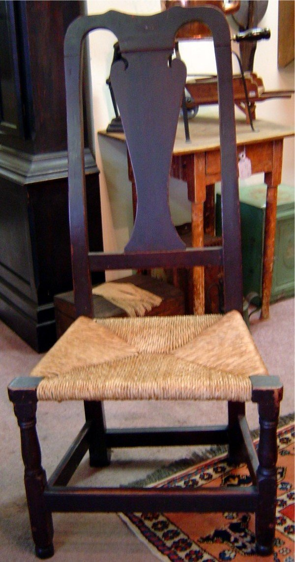 3006: 18TH C. PINE QUEEN ANNE CHAIR, RUSH SEAT, SPOON B