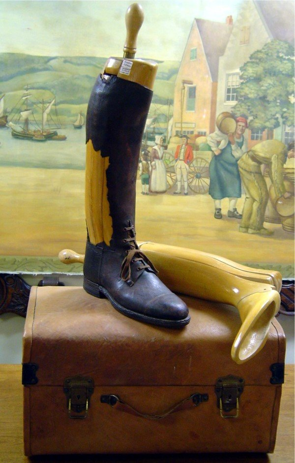 3008: 19TH C. ADVERTISING PR. ENGLISH WOOD BOOT/SHOE FO