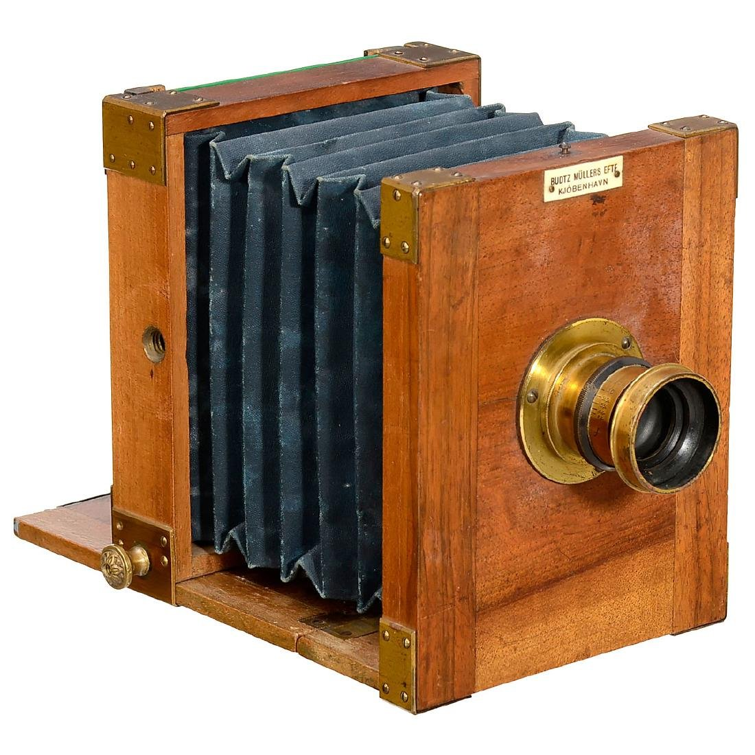 Small Field Camera with Provenance from Budtz Müller,