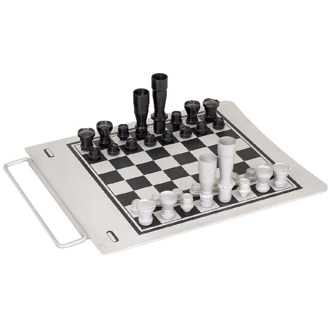 Lens-form Chess Figures