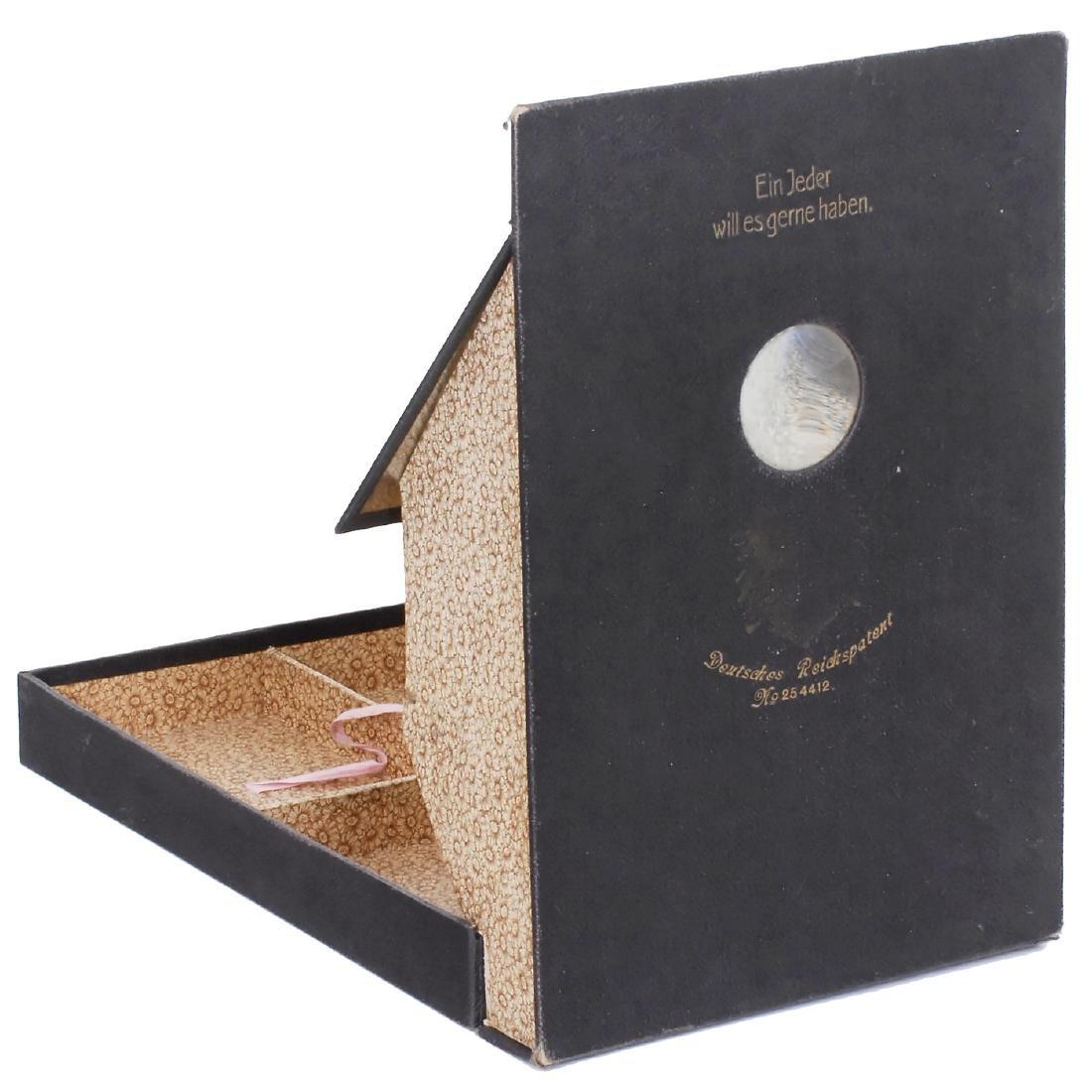 """Peep-Show Box """"Ein Jeder will es gerne haben"""", c. 1910"""