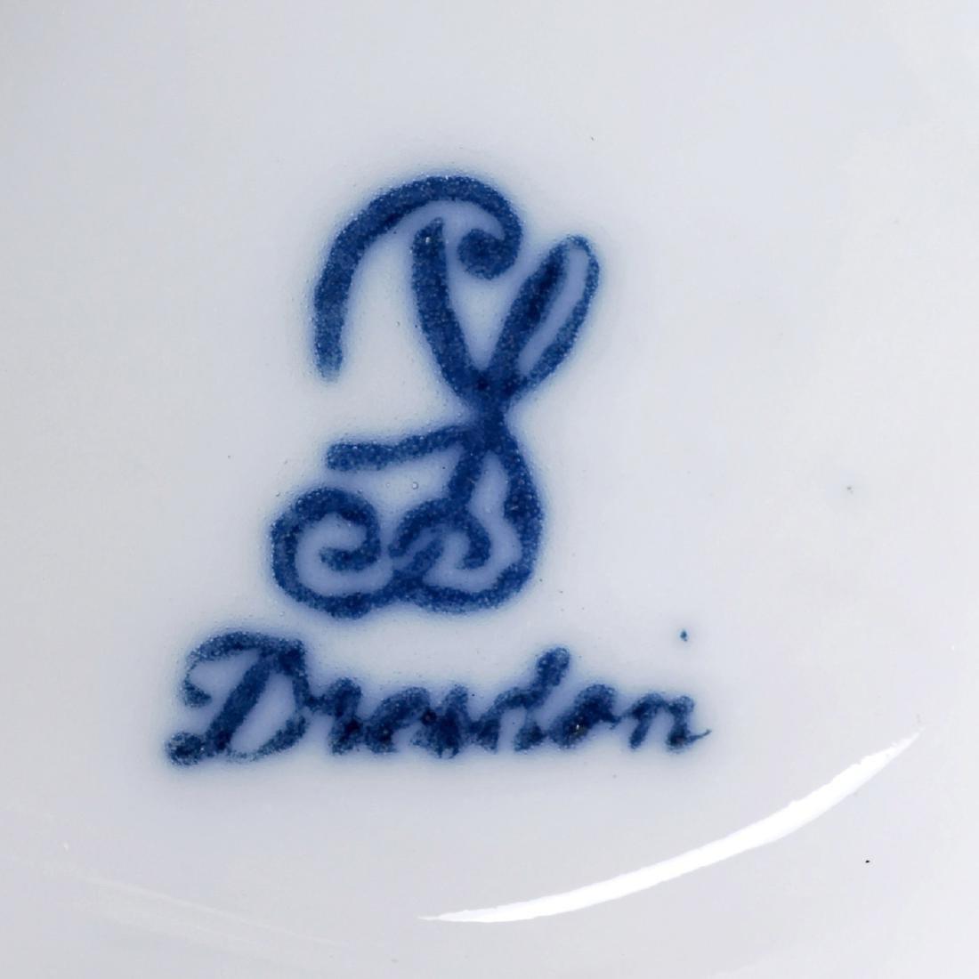 Porcelain Figure of a Magic Lanternist - 2