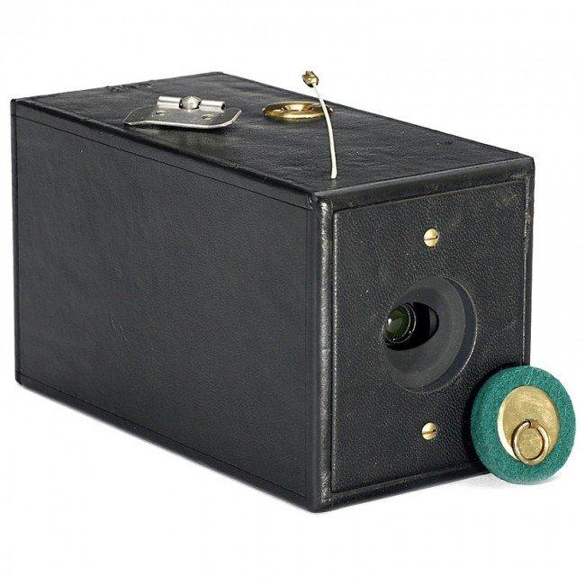 21: Original Replica of World's First Rollfilm Camera: