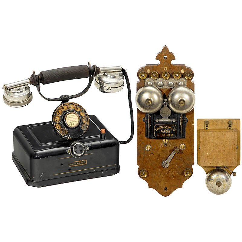 25: Lot Telephones