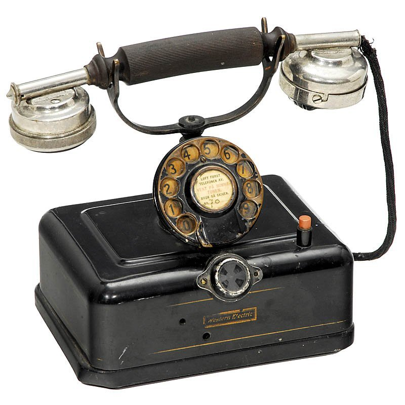 25: Lot Telephones - 2