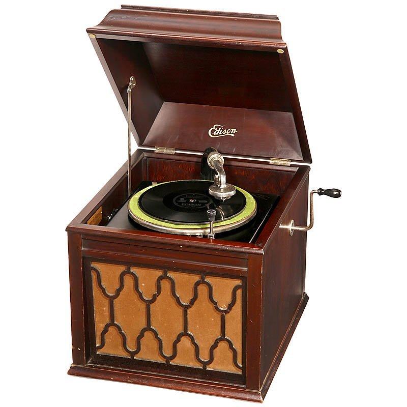 656: Edison Diamond Disc Phonograph