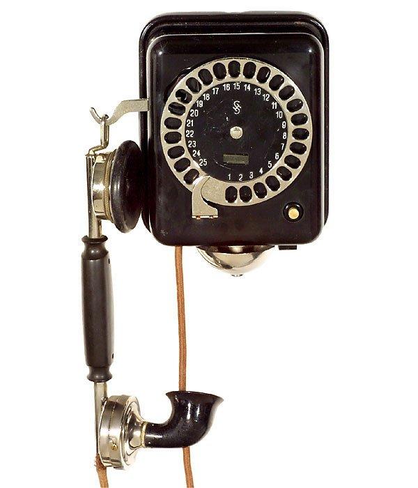 39: 2 Telephones by Siemens & Halske Telefone - 2