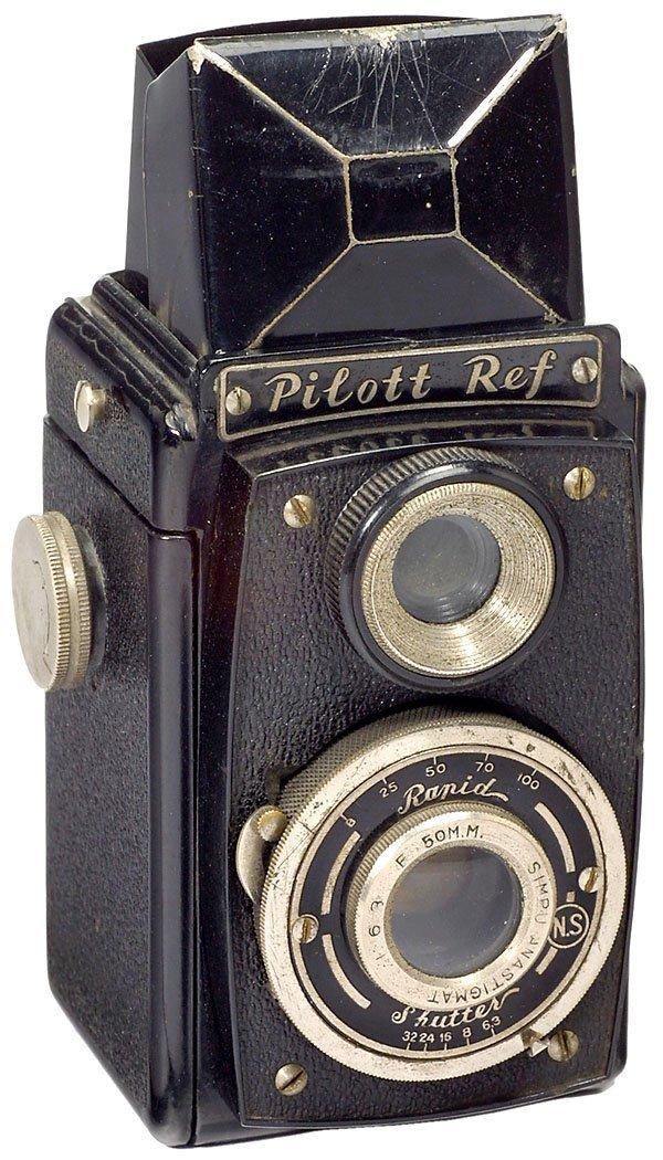16: Pilott Ref (Rare bakelite TLR 3 x 4 cm), 1947