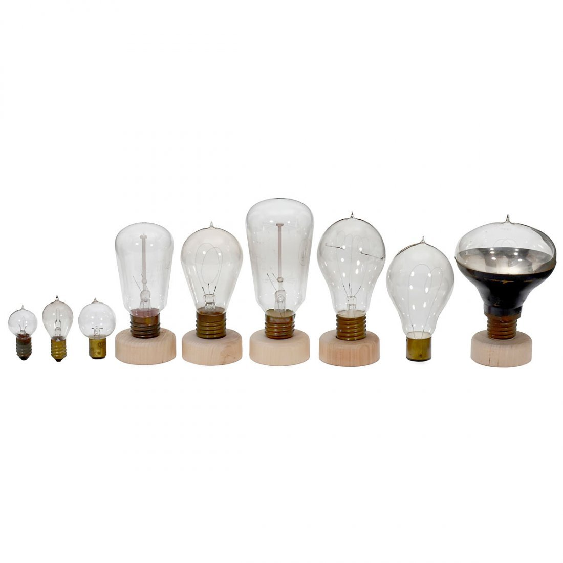 29 Early Carbon Filament Bulbs, 1900 onwards