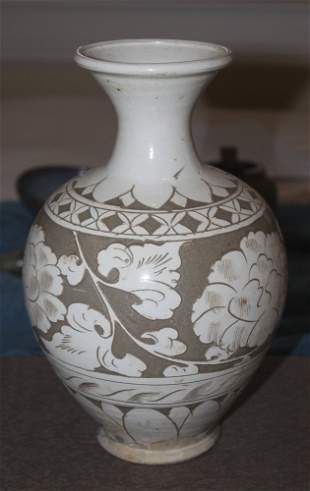 Antique Chinese Song or Sung Dynasty White Glazed Vase