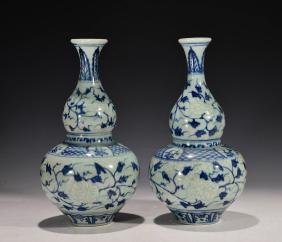 A Pair of Chinese Blue and white Gourd Vase
