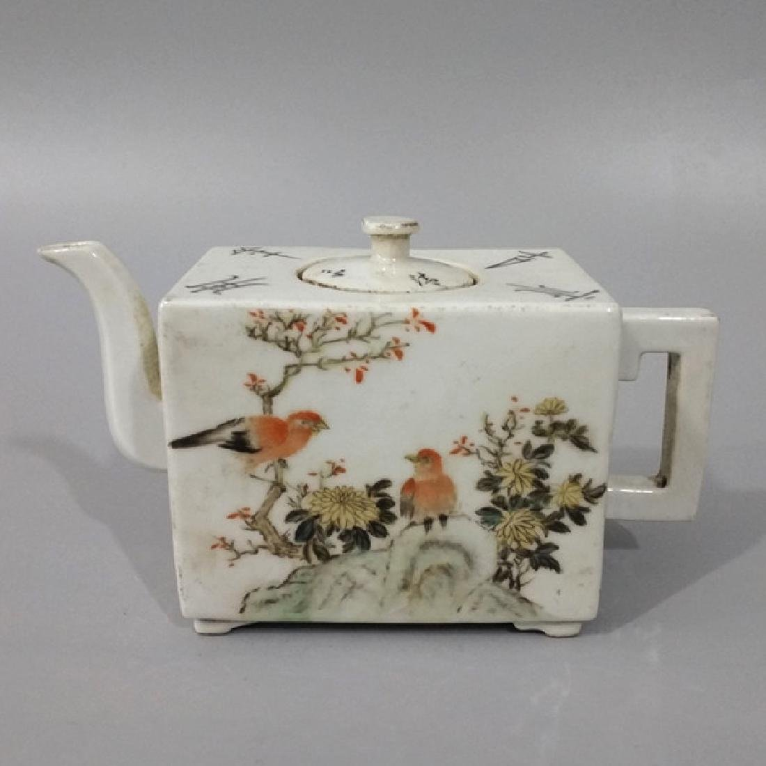 Chinese Famile Tea Pot