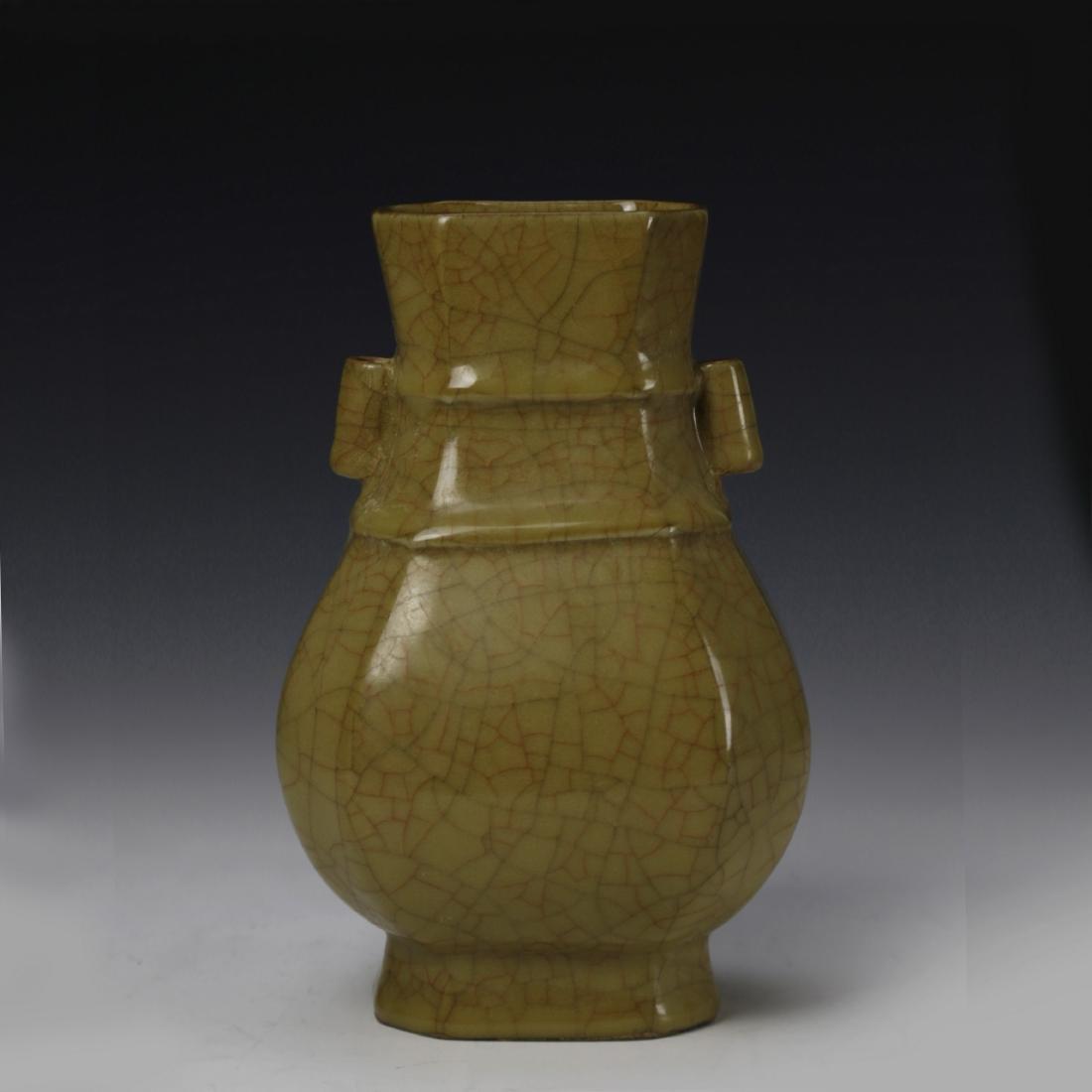 Chinese Ge-Type Vase
