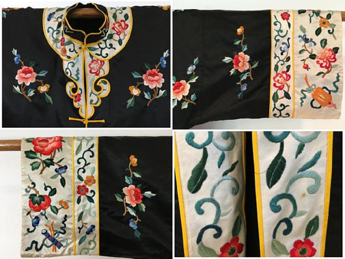 Chinese Antique Embroidered Silk Robe - 9