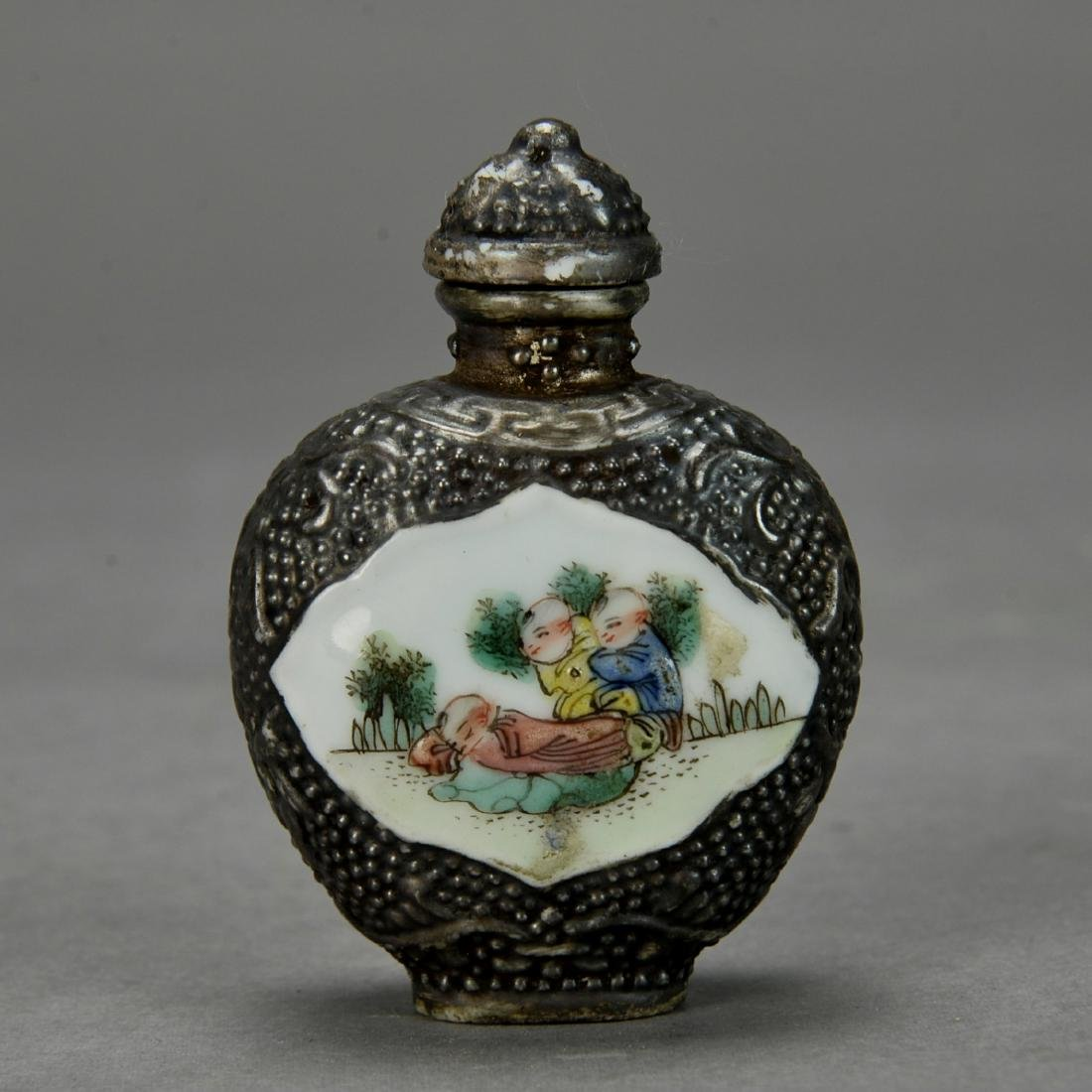 CHINESE SILVER SNUFF BOTTLE