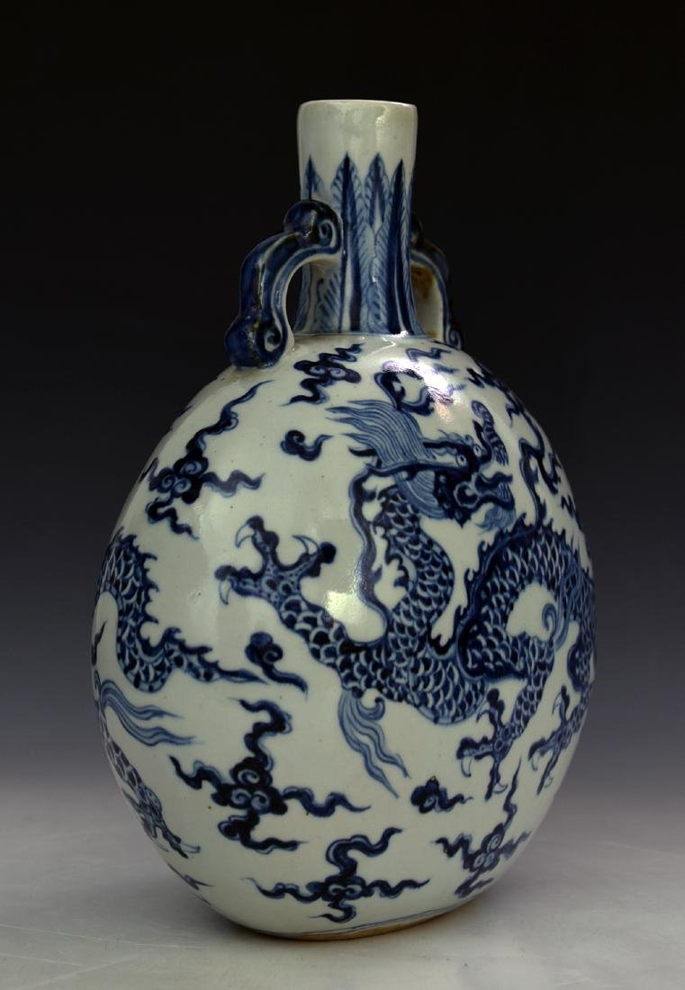 CHINESE BLUE AND WHITE MOON FLASKS - 3