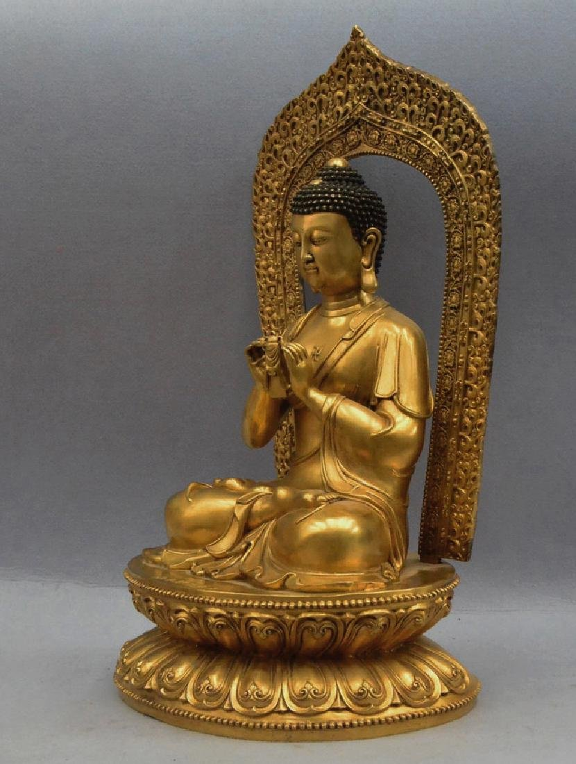 A GILT BRONZE BUDDHA FIGURE - 3