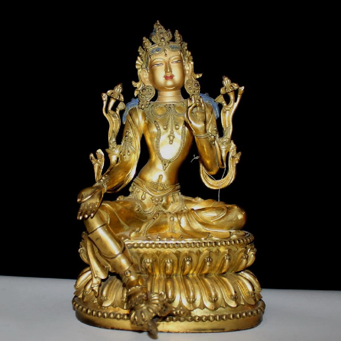 AN ANTIQUE TIBETAN GILT BRONZE BUDDHA STATUE