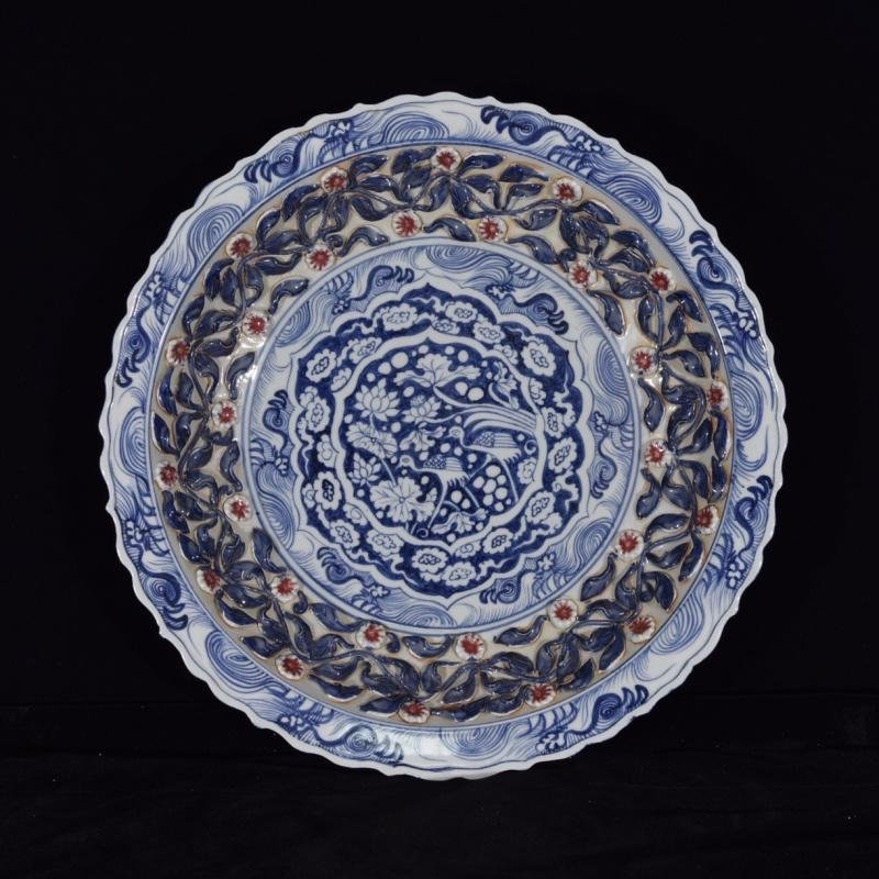 A RARE YUAN BLUE AND COPPER RED PLATE