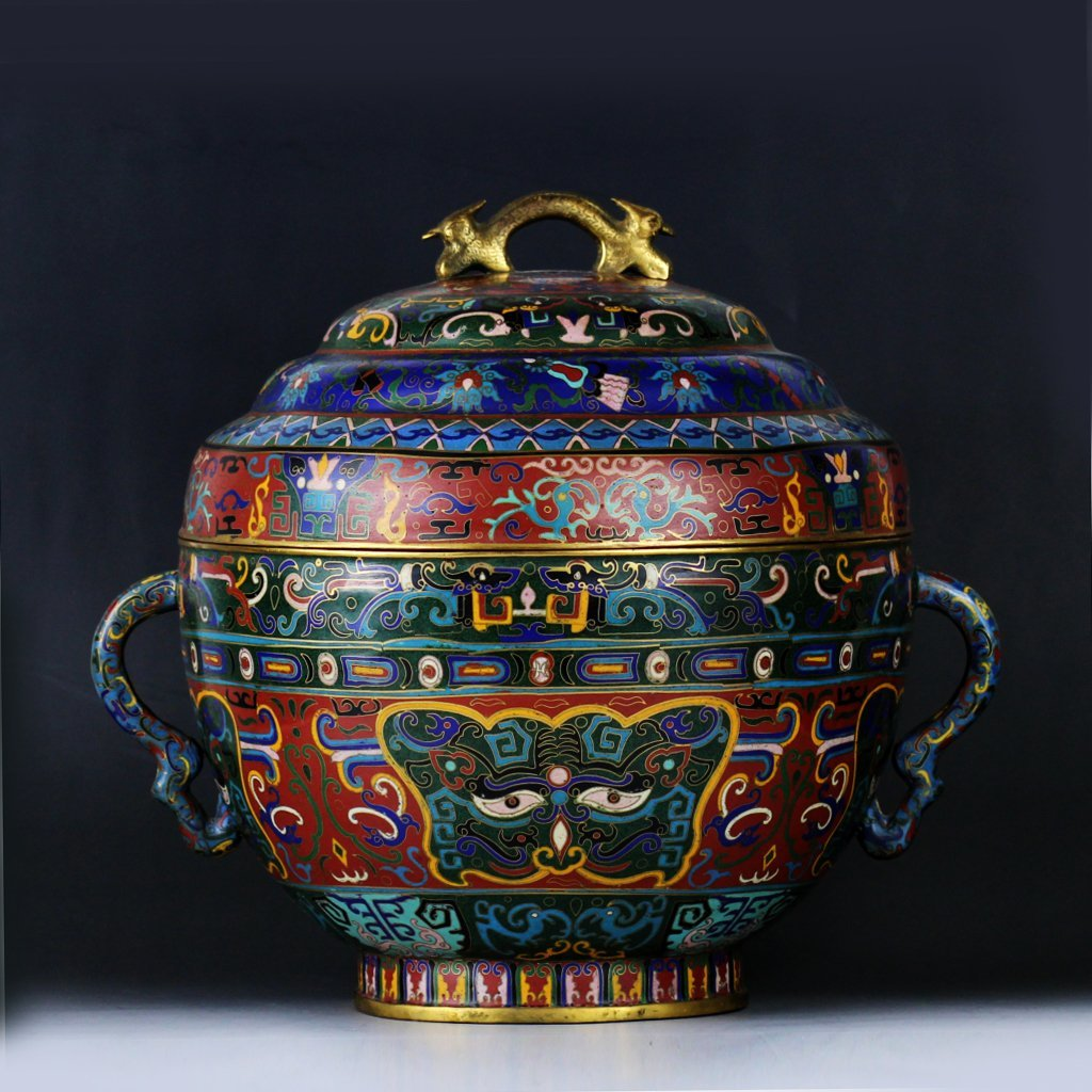 A Chinese Enamelv Jar