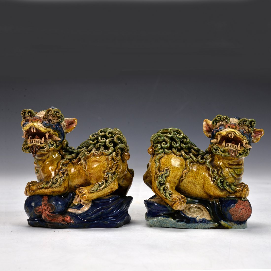 A pair of Chinese Antique Su San Qi Lin Figure