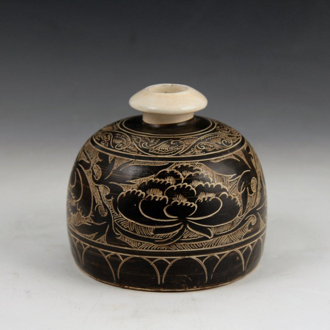 A Cizhou black glazed carved vase