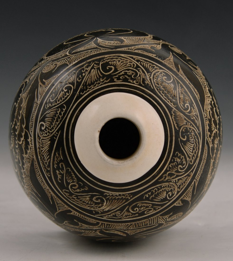 A Cizhou black glazed carved vase - 2