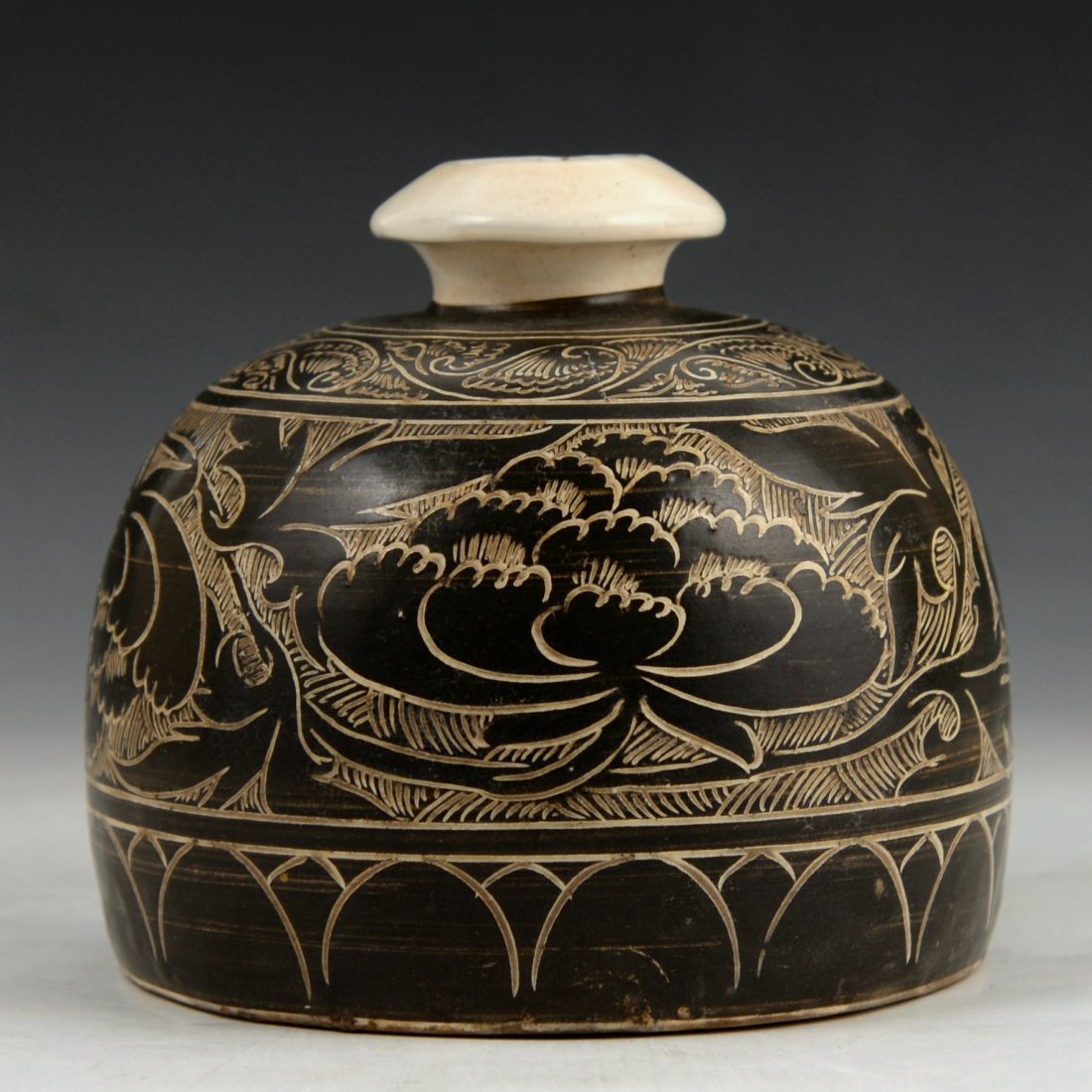 A Cizhou black glazed carved vase - 4