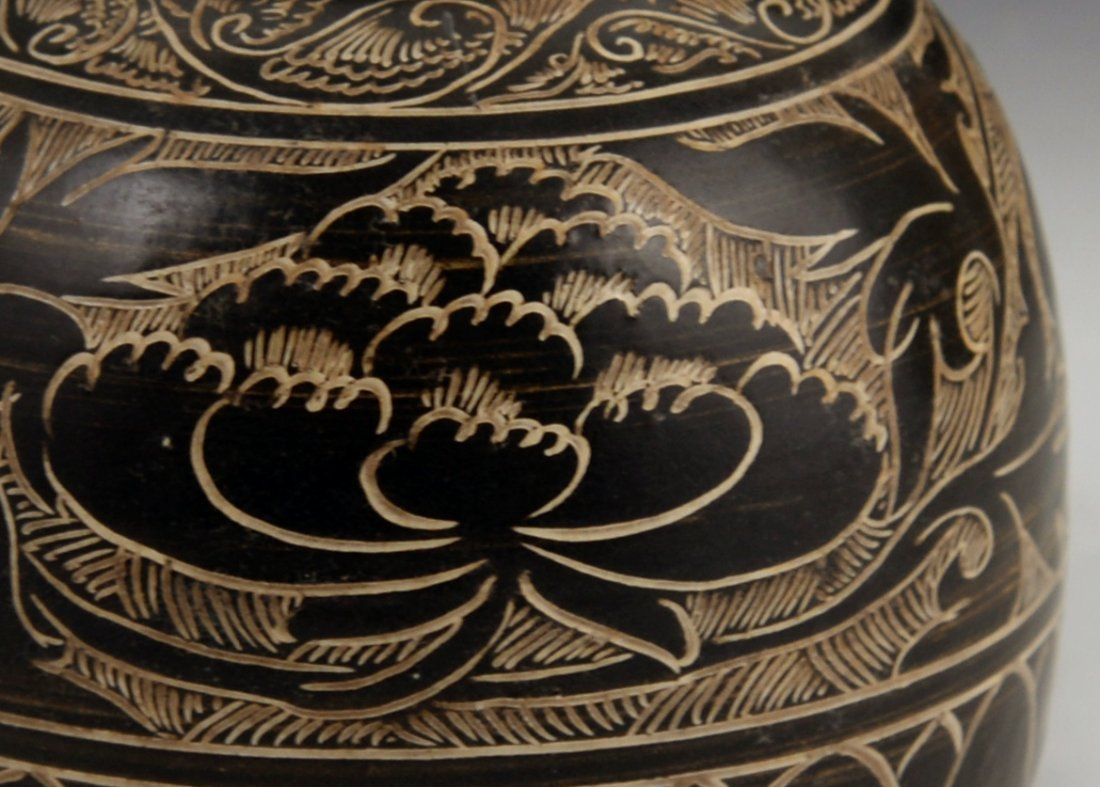 A Cizhou black glazed carved vase - 5